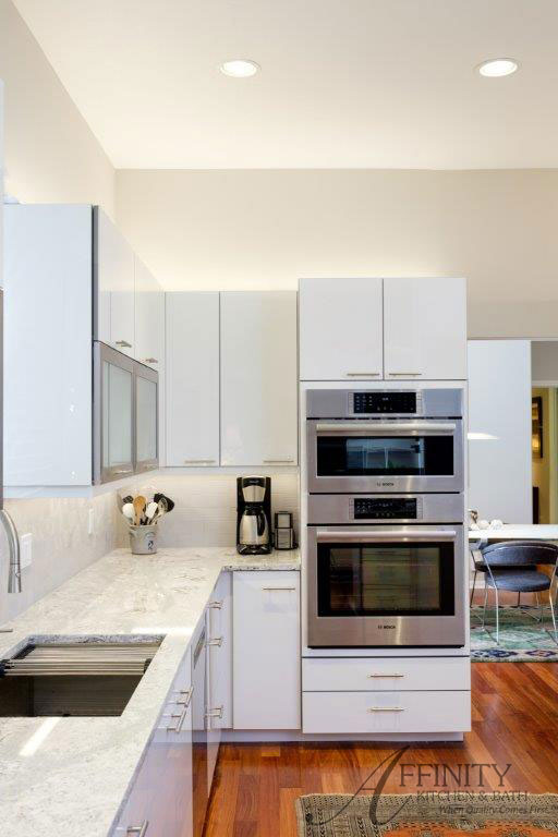 Kitchen Photo (Click to enlarge)